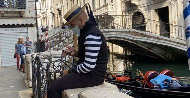 歴史的なイタリアの都市ヴェネツィアは、2022年まで新しい観光税を延期します
