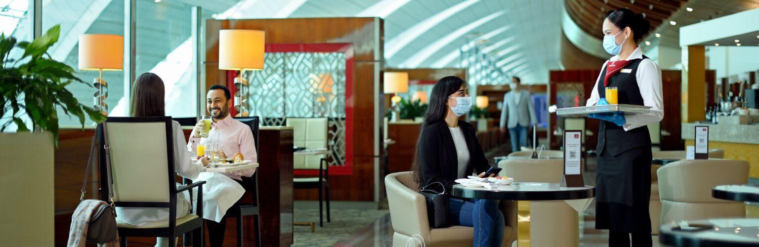 A Emirates reabre lounges mundiais, começando pelo Cairo
