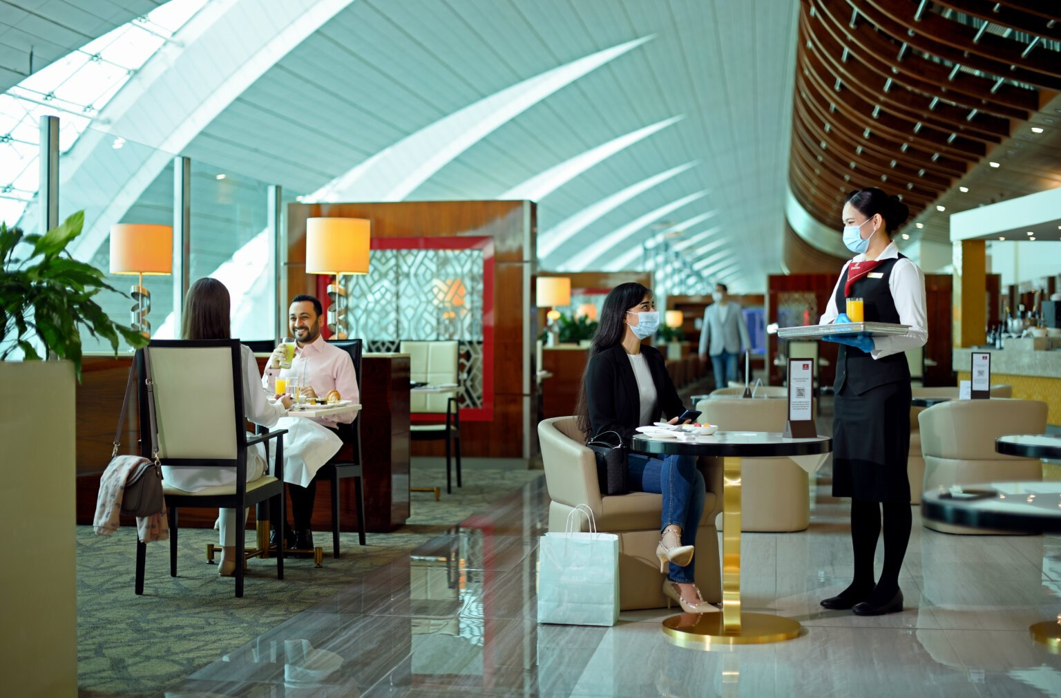 Emirates re-opens worldwide lounges beginning with Cairo