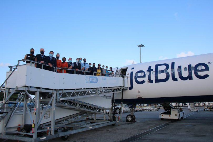 Сент-Мартен Нью-Джерси штатындагы Ньюарктан JetBlue ачылыш учуусун тосуп алды