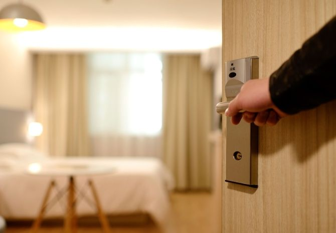 Глобалните хотелски вериги се префокусират към лек подход за управление на метеорологичната буря COVID-19