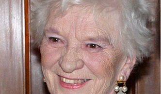 Tus Thawj Kav Tebchaws Bartlett nco qab txog Canadian Tourism icon Edith Baxter