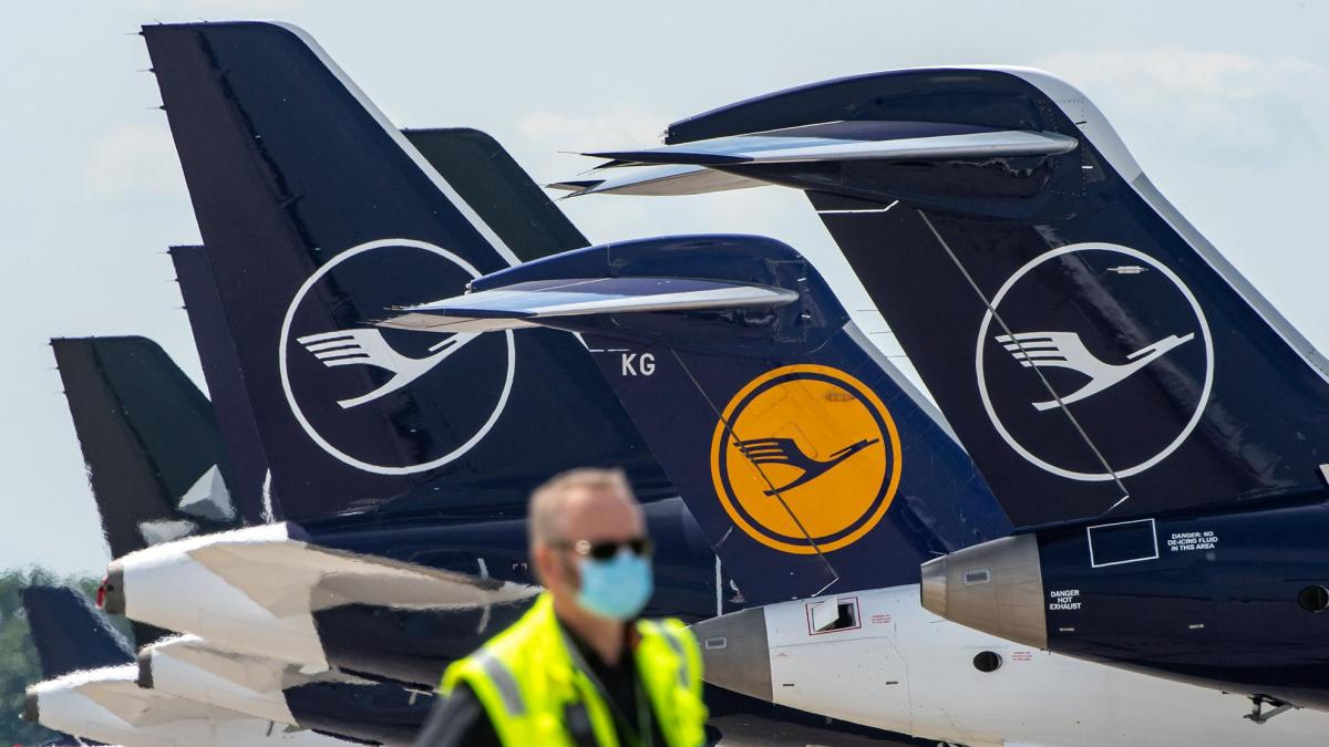 First Lufthansa flight with all passengers previously tested negative for COVID-19 takes off