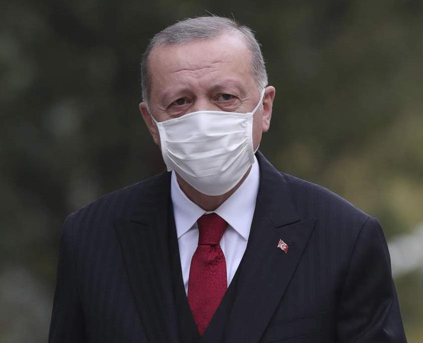 Turkije slút alle restaurants en kafees, kondiget wykeunstklok oan