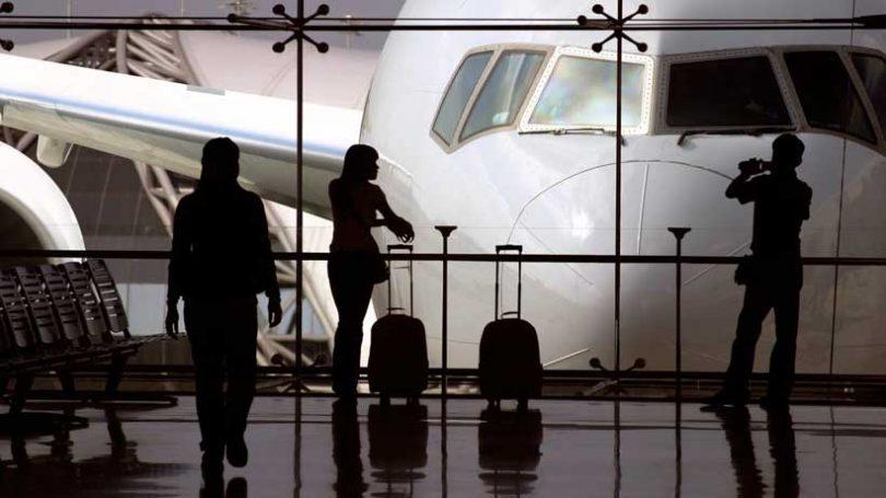 Mezinárodní cestovní ruch zpět na úroveň roku 1990, protože počet příjezdů klesá o více než 70%