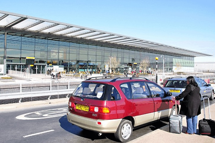 Heathrow to start charging £5 for airport drop-off