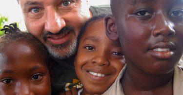 Sandals Resorts: 2 taona isan-taona Stewart Family Philanthropic Award nambara