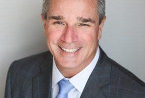 کاپیتان جف مارتین ، معاون اجرایی WestJet و مدیر عامل