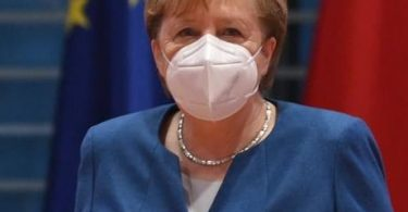 ألمانيا تمدد إغلاقها وتجعل الأقنعة إلزامية وتحذر من إغلاق الحدود