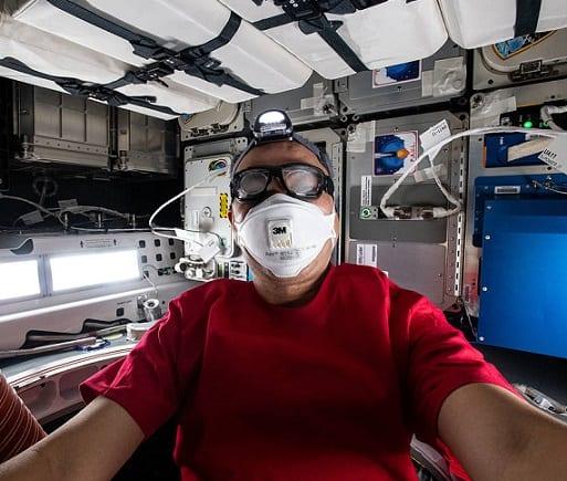 Астронавт JAXA Сочі Ногучі у вантажному драконі SpaceX