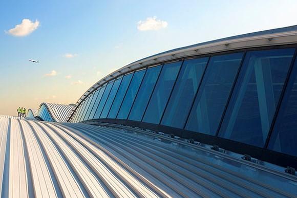 Aeroporto de Heathrow lança plano para voo doméstico com emissão zero de carbono