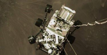 Rover NASA Perseverance vysílá tajný pohled na přistání Marsu