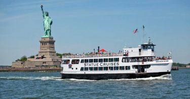 Statue Cruises poskytovat trajektovou dopravu k Sochě svobody a Ellis Island