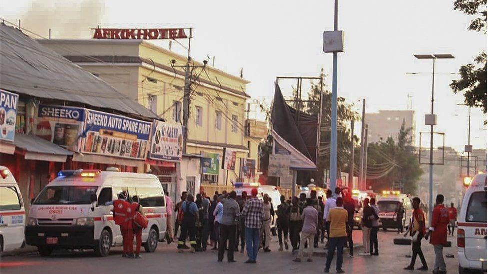 "Щонайменше дев'ять людей загинули внаслідок теракту в готелі ""Могадішу Африк"""