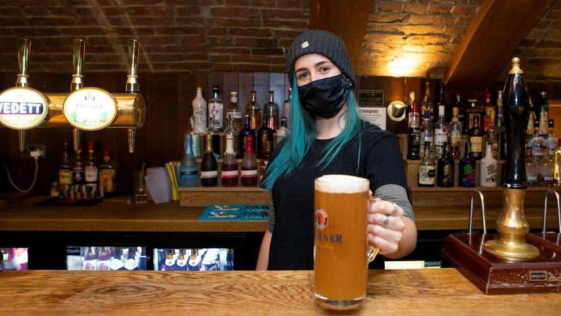 پیشنهاد ممنوعیت الکل COVID-19 باعث ایجاد هیاهو در انگلیس های گرسنه میخانه می شود