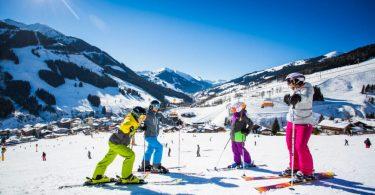 Langvarige reisebegrensninger staver problemer for europeiske skisteder