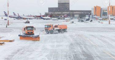 Moskou lughawens: Drie vlugte is gekanselleer, meer as 50 vlugte is vertraag weens sneeustorm