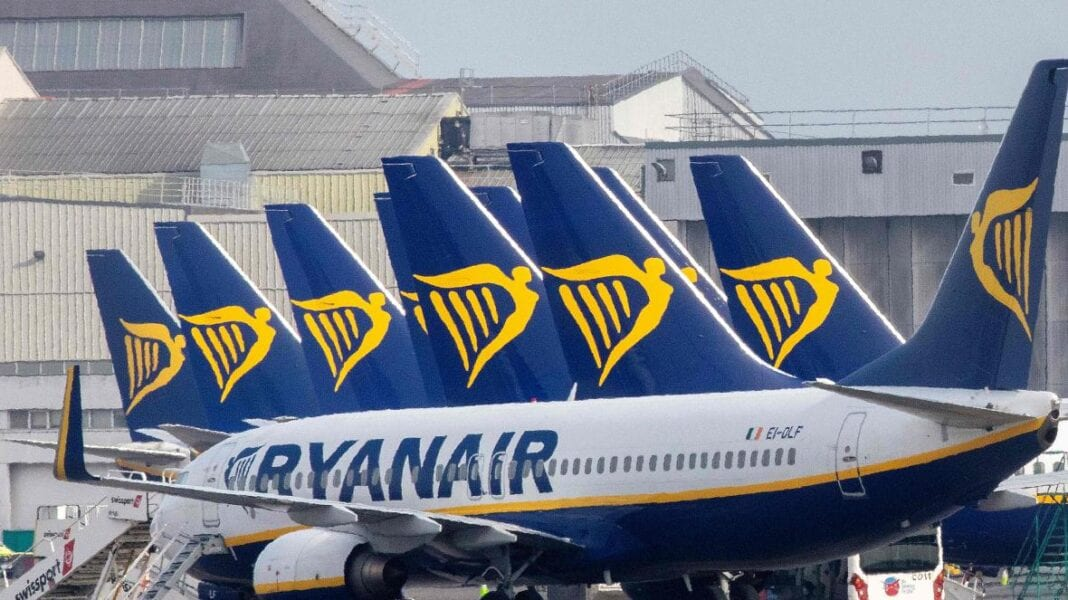 Ryanair expects 1 billion euro loss