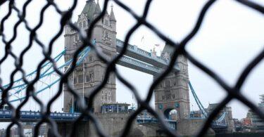 Ndalimi i fluturimit i Rusisë në Mbretërinë e Bashkuar u zgjat deri në mes të prillit