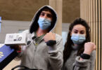 Náramky svobody: Sledovací zařízení nahrazují karanténní hotely v Izraeli