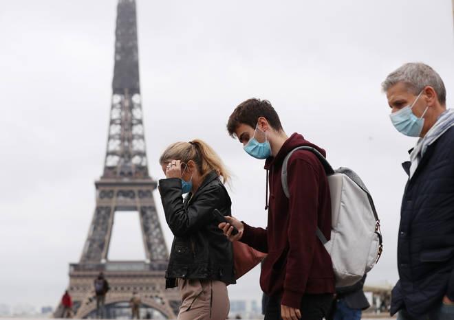 Με 30,702 νέες περιπτώσεις COVID-19, η Γαλλία βρίσκεται στο χείλος του εθνικού κλειδώματος