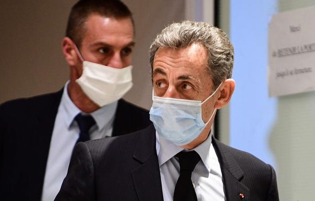 फ्रांस के राष्ट्रपति सरकोजी को भ्रष्टाचार के आरोप में तीन साल की सजा सुनाई गई