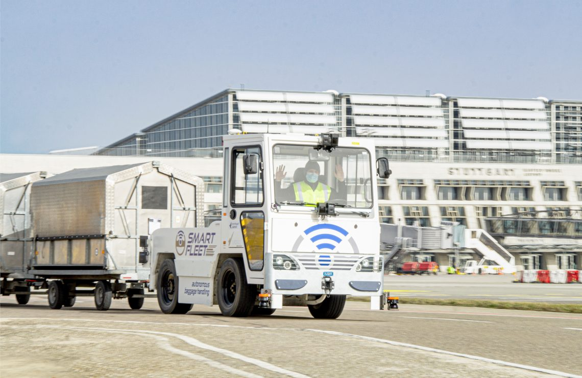 Aeroporto de Stuttgart testa rebocador de bagagem autônomo
