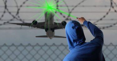 FAA: Udari laserom povećavaju se čak i kad leti manje aviona
