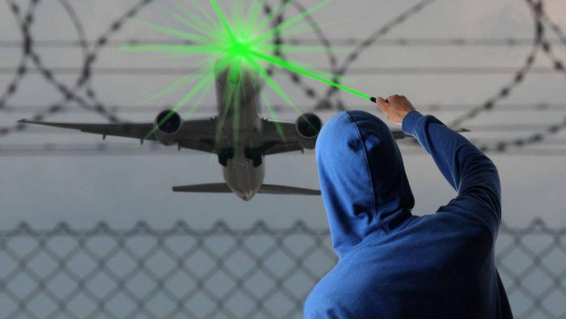FAA: les frappes laser augmentent même avec moins d'avions en vol