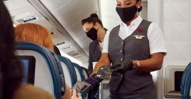 Техника без допир: Делта ер линии воведува авионско плаќање без контакт