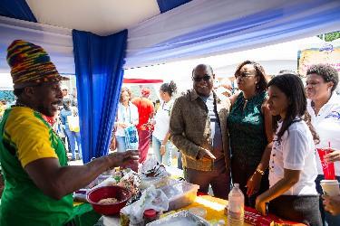 Jamaica Blue Roob Kas fes Kas fes Hnub Ua Koob Tsheej yuav mus txuas ntxiv