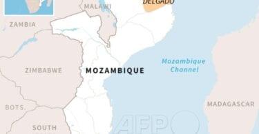 Tuhannet pakenevat rannaltaan päätä sisältämättömiä ruumiita tuhoisan Palma Beach Hotel Attackin jälkeen Mosambikissa