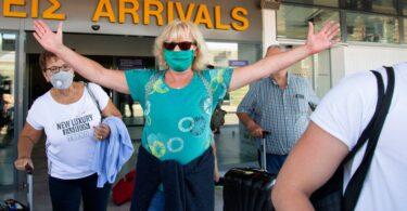 یونان نیاز به قرنطینه را برای گردشگران از 32 کشور کاهش داد