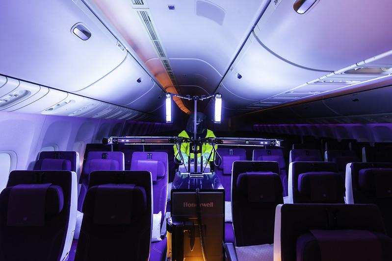 Qatar Airways na brodu uvodi novu tehnologiju UV dezinfekcije kabine
