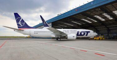 CSAT 737 MAX जेट विमानों के लिए LOT पोलिश एयरलाइंस का रखरखाव प्रदान करता है