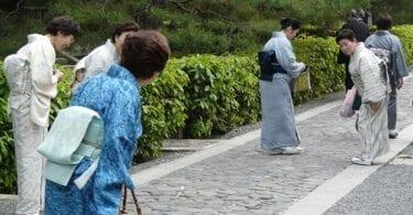 التزم بقواعد الآداب أثناء السفر إلى اليابان