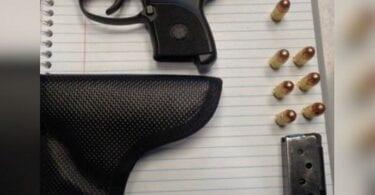 افسران TSA در فرودگاه El Paso اسلحه های بارگیری شده را در دستان خود پیدا می کنند