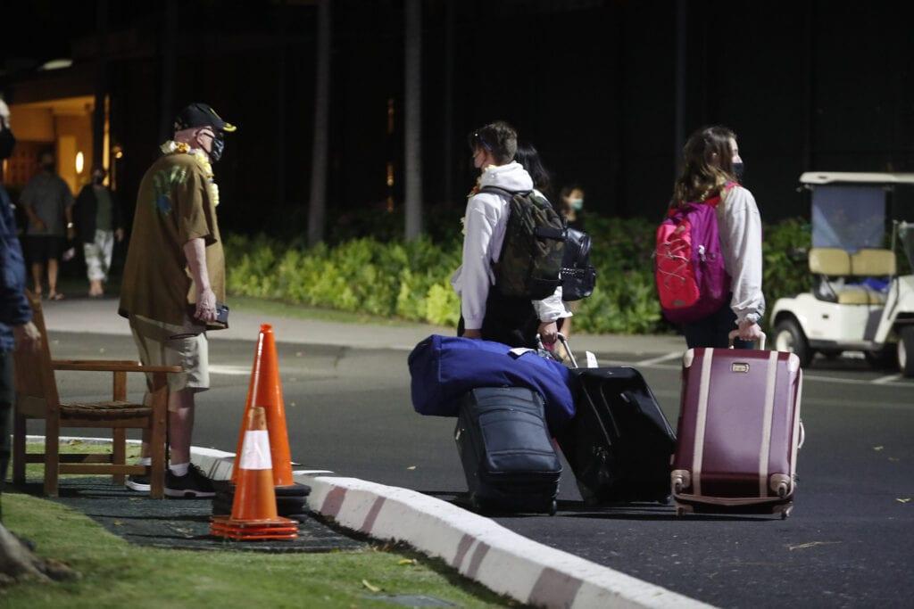 Пукани во хотелот Хаваи: Вооружен напаѓач во одморалиштето Кахала и хотел во Хонолулу