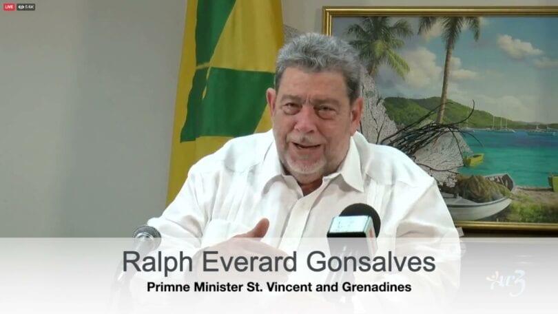 Karibia St. Vincent evakuert etter et vulkanutbrudd
