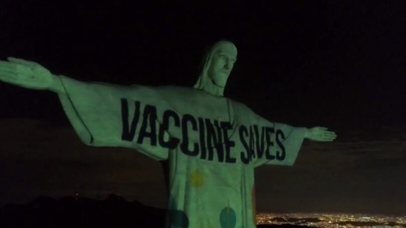 Evangelización de las vacunas: el Cristo Redentor de Río se iluminó con el letrero Vaccine Saves