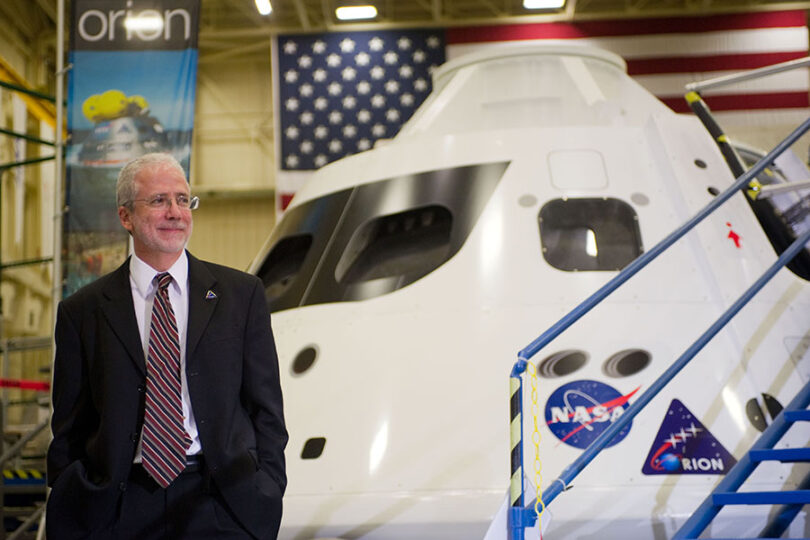 Direktur Johnson Space Center mengundurkan diri