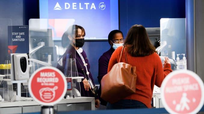 Ansættelse af stigninger i Delta Air Lines med fokus på sæsonbestemte reserver
