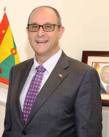 المستثمر الدولي والمسؤول الفندقي وارن نيوفيلد يستقيل من منصب سفير غرينادا المتجول والقنصل العام في ميامي
