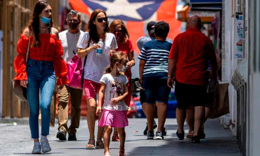تنهي بورتوريكو متطلبات اختبار COVID-19 السلبية للمسافرين الذين تم تطعيمهم ، وترفع حظر التجول