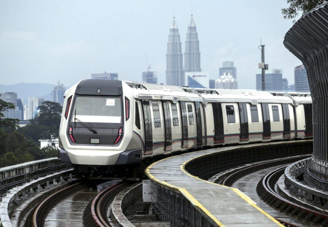 De tren tren fè kolizyon nan tinèl Kuala Lumpur, 213 pasaje blese