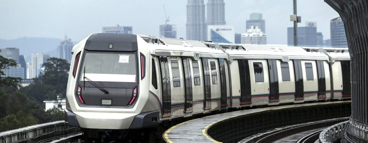 Dois trens do metrô colidem no túnel de Kuala Lumpur, 213 passageiros feridos
