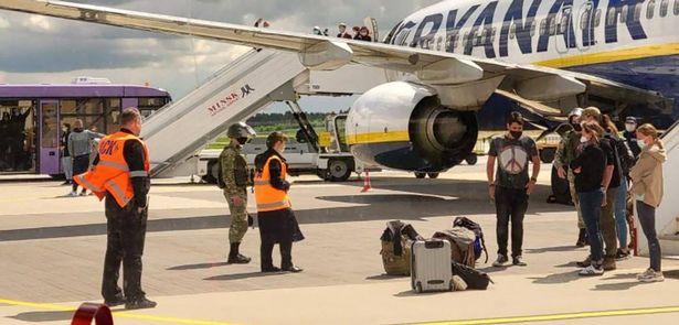 Ka aukati te EU i nga kamupene rererangi Belarusian whai muri i te hijacker a Belarus i te rererangi a Ryanair