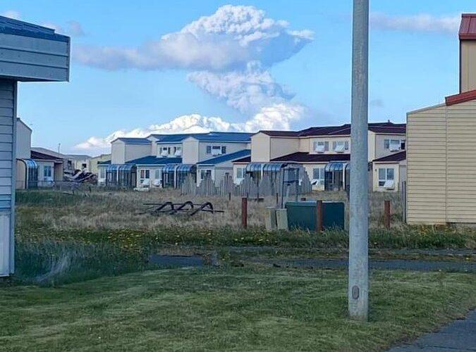 امریکی ہوابازی کے لئے جاری کردہ 'ریڈ انتباہ' جیسے ہی الاسکا گریٹ سیٹکن آتش فشاں پھٹ رہا ہے