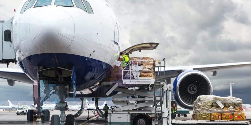 IATA: Permintaan kargo udhara udakara larang ing Maret 2021