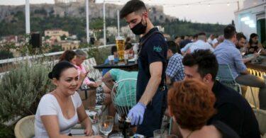 Restaurantes, bares y cafés reabren en Grecia después de un cierre de COVID-6 de 19 meses